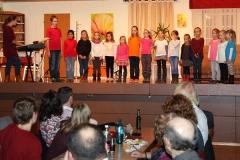 kinderchor-bei-theaterauffuehrung-02