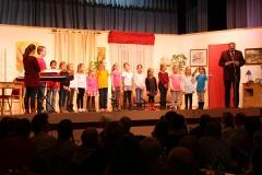 kinderchor-bei-theaterauffuehrung-03