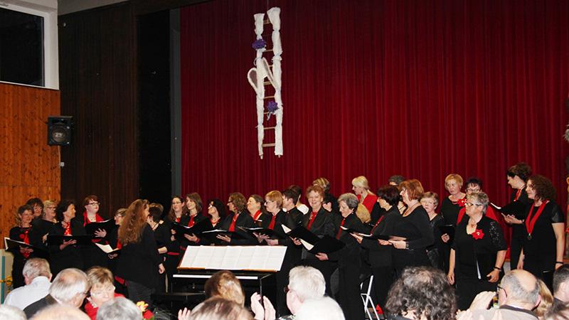 Frauenchor Ladies First beim Konzert in Önsbach April 2016