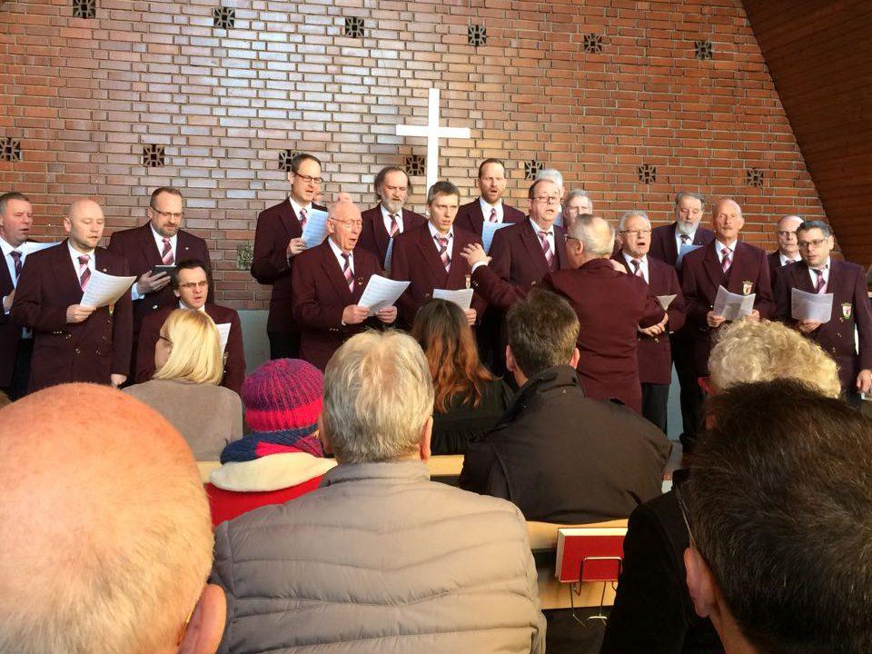 Männerchor beim Konzert in der evangelischen Kirche Sinzheim