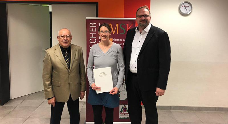 Bianca Hurst erhält Zertifikat für bestandene Chorleiterprüfung